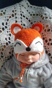 Шапочка в виде лисы на кукле