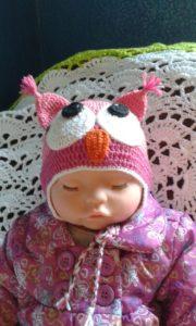 Шапочка в виде совы на кукле